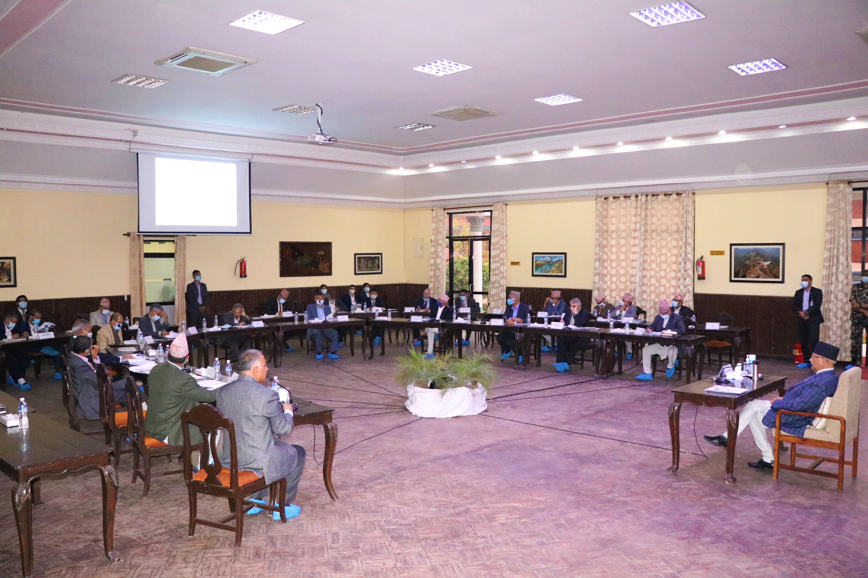 प्रधानमन्त्री केपी शर्मा ओलीको अध्यक्षतामा बसेको निर्देशक समितिको १८ औं बैठक ।